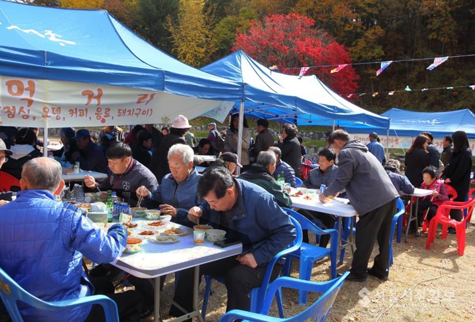 ▲축제장 먹는 것 또한 즐거움 중 하나이다.
